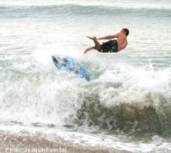Kalapaki skimboarder jumps